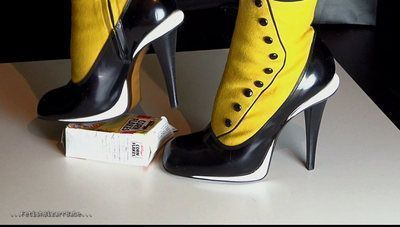 Sexy Shoes Crush Noisy Cornflakes